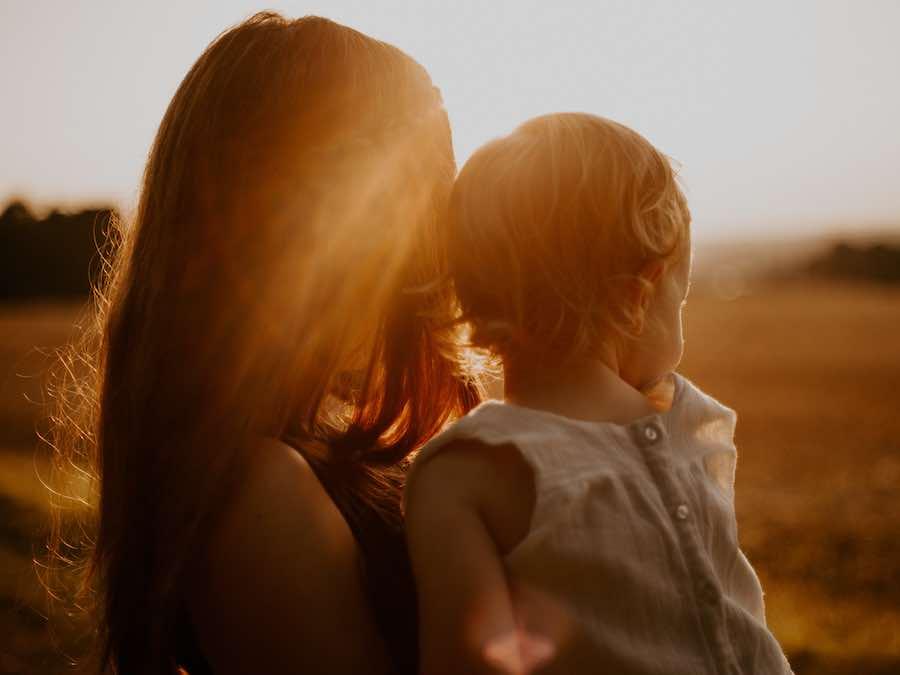 Jak budować zdrowe relacje po dorastaniu w emocjonalnym chaosie?