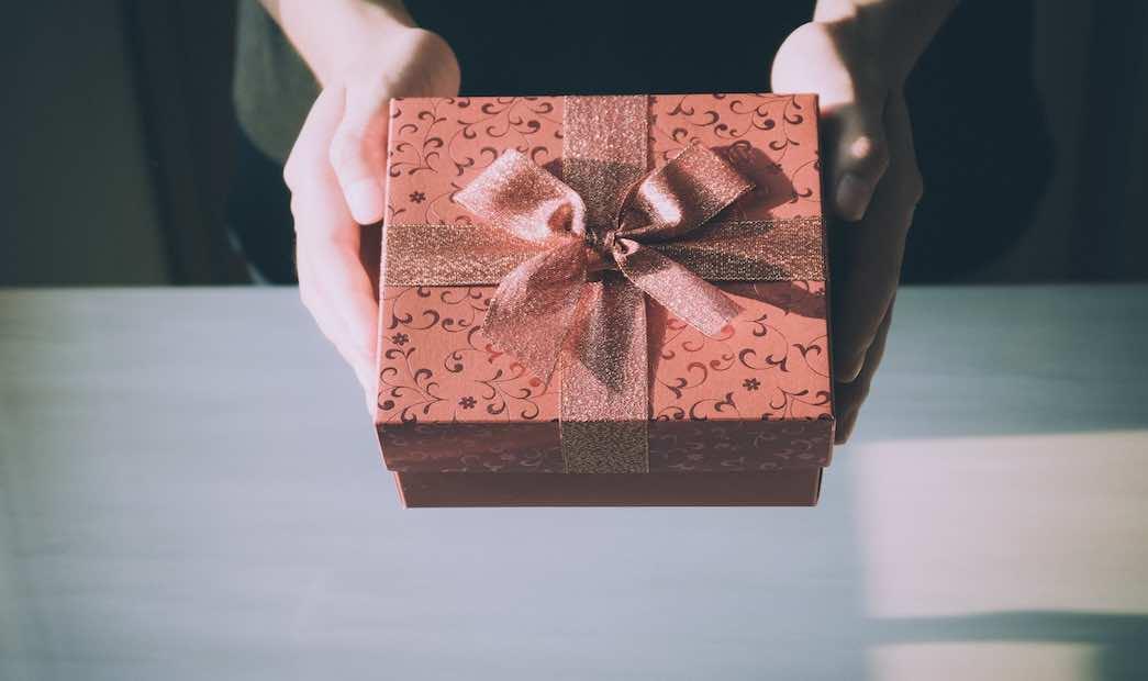 Znalezienie odpowiedniego prezentu na urodziny, czy na gwiazdkę to dla wielu osób prawdziwe wyzwanie.