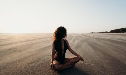 Co robić, gdy myśli przytłaczają. Kilka idei mindfulness dla tych, którym żyje się ciężko
