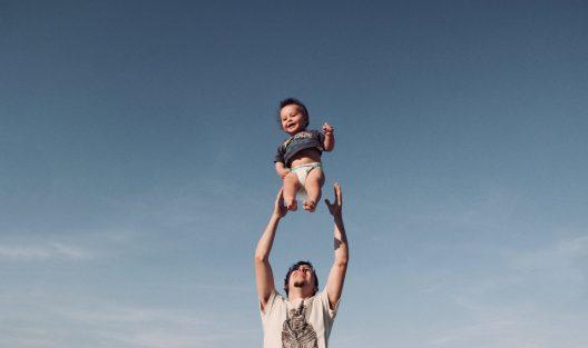 Jak zaspokajać psychologiczne potrzeby dziecka? Trzy rzeczy, które może i powinien robić każdy rodzic